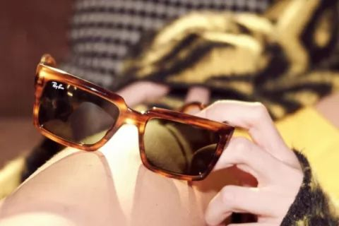 Take -50% off selected Sunglasses in the Clearance ✹